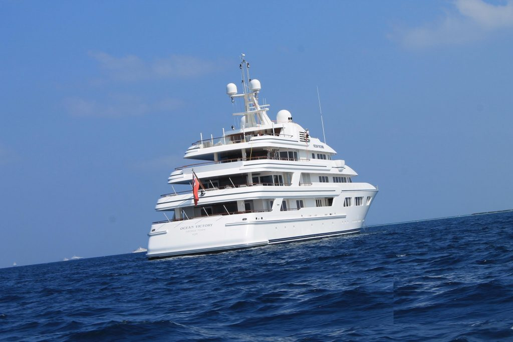 Charter-a-luxury-yacht-while-in-the-Maldives