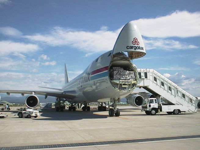 Boeing 747-400F Nose Loading Cargo
