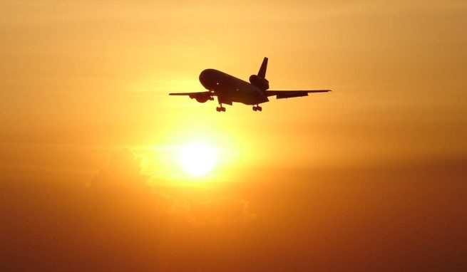 DC-10 cargo charter services